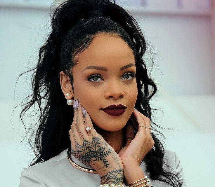 Rihanna cubre el tatuaje que tenía a juego con Drake 5 años después de su romance
