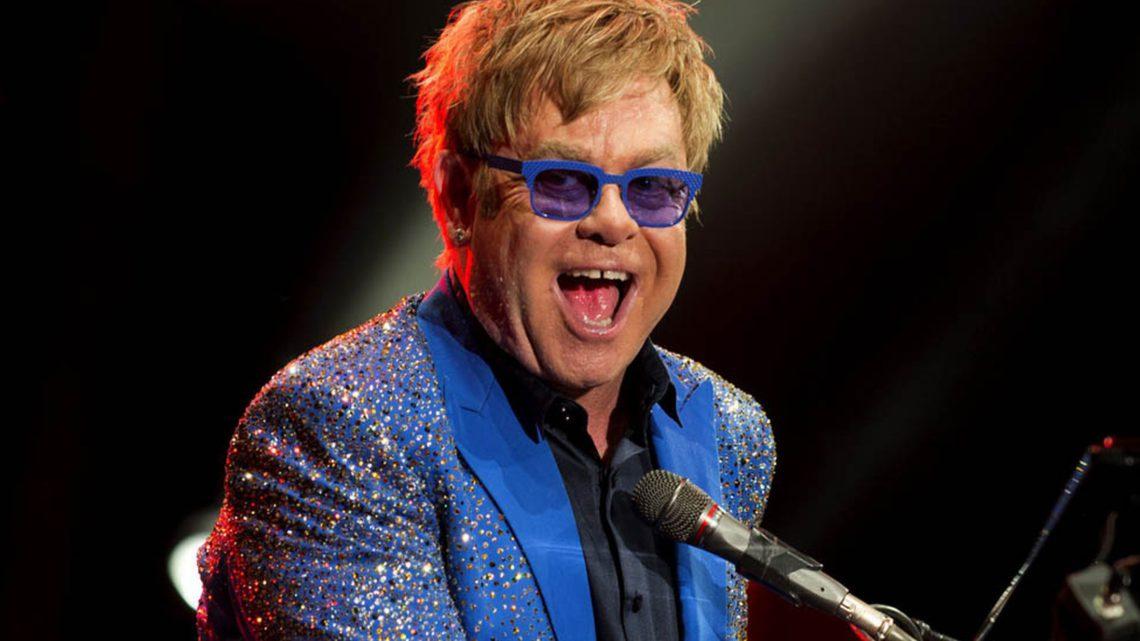 Elton John aplaza su próxima gira europea a 2023 por motivos de salud
